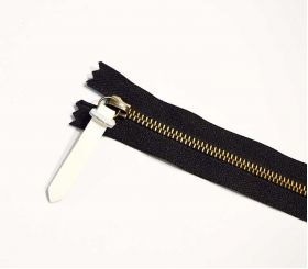 zipper with leather pull